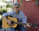 Len Vlahos Photo w guitar_credit Kristen Gilligan
