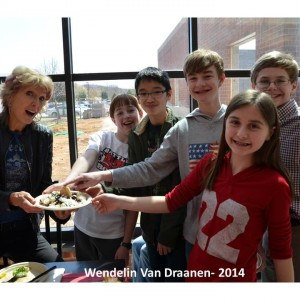 Wendelin Van Draanen with students